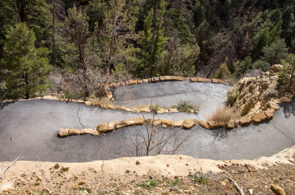 switchbacks to the cliff dwelling