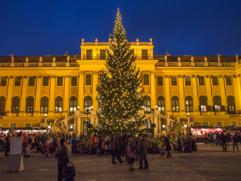 christmas market at schonbrunn